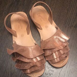 Seychelles ladies metallic sandal. Size 8 1/2